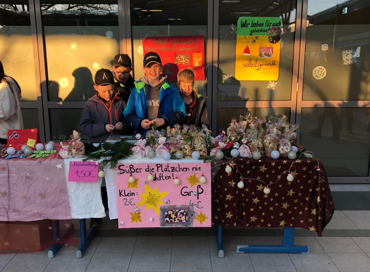Weihnachtsmarkt an der Weiß-Ferdl-Mittelschule