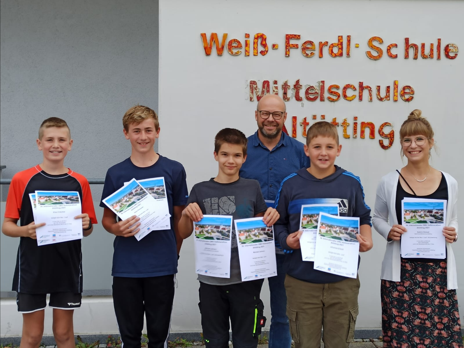You are currently viewing Weiß- Ferdl- Schule nimmt am OMV- 6km- Lauf teil
